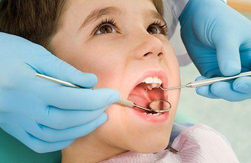 visita dentistica ad un bambino