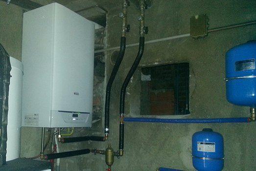 caldaia e boiler installati a parete