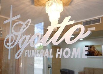 logo dell'azienda sulla vetrina