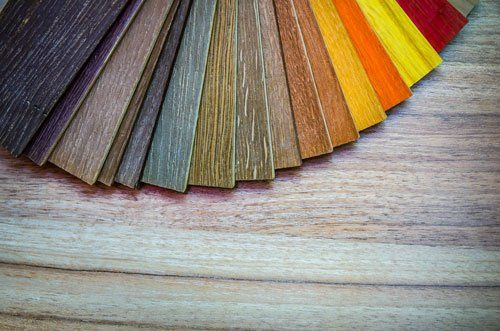 degli esempi di liste di legno colorate
