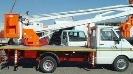 camion con piattaforma aerea