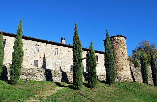 Fortificazione della città medievale chiamata Rivalta, Italia