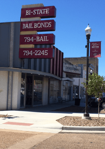 Bail bond agent consulting a client in Texarkana, TX