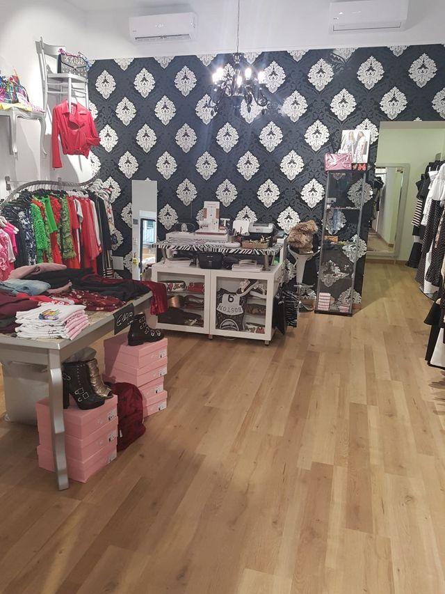 f93a45e11548 interno di un negozio di abbigliamento