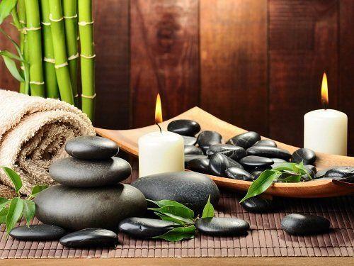 pietre per stone therapy e candele accese