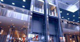 Ascensori di vetro di un centro commerciale