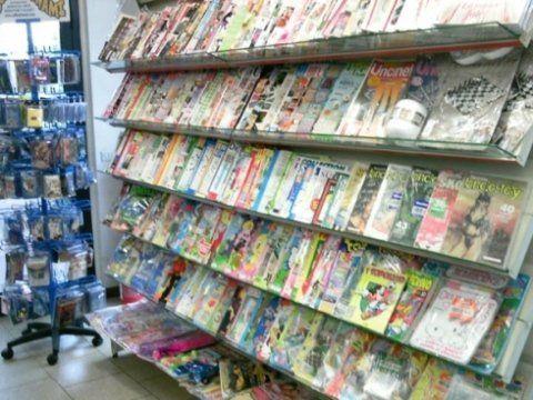 scaffale con riviste