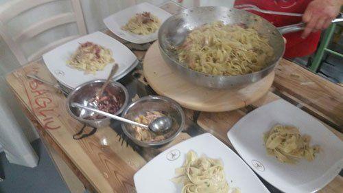 scodella di pasta e piatti