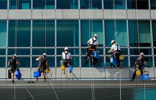 pulizia vetrate degli uffici
