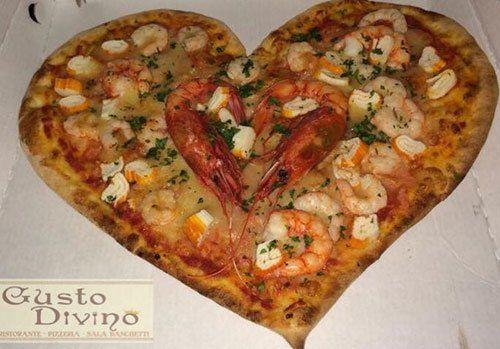 Pizza a forma di cuore Ristorante Pizzeria Gusto Divino di Giovanni Grado a Montallegro