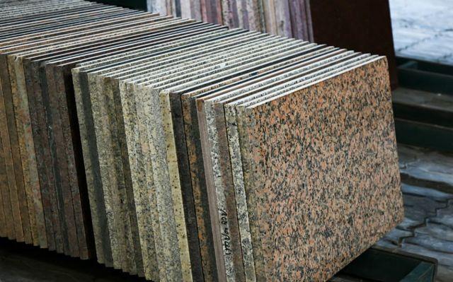 delle lastre di marmo di diversi tipi