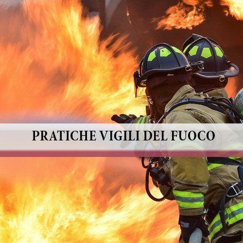 Due vigili del fuoco, delle fiamme e la scritta pratiche vigili del fuoco