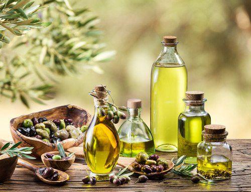 olio d'oliva imbottigliato in vari formati