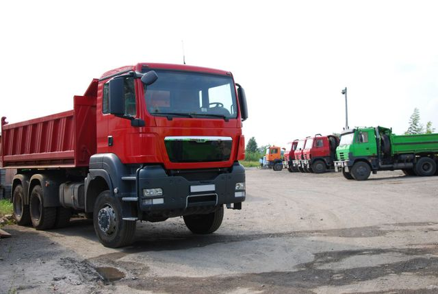 Tip trucks for hire