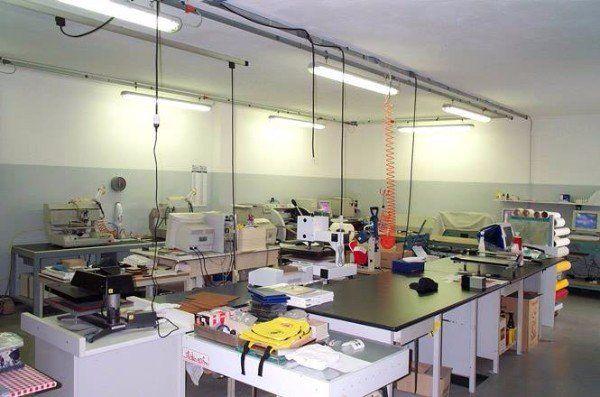 interno di una fabbrica di timbri