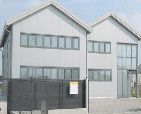 Recinzioni e finestre in PVC di una impresa