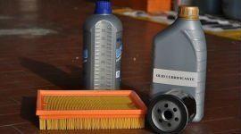 olio per motore e spazzola