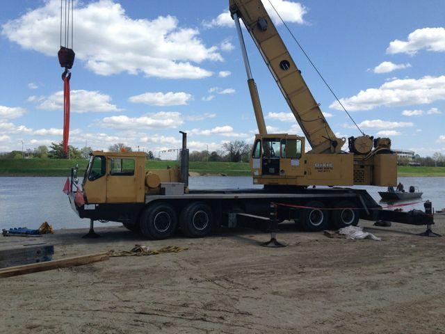 Cranes operating