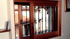 finestra in legno blindata