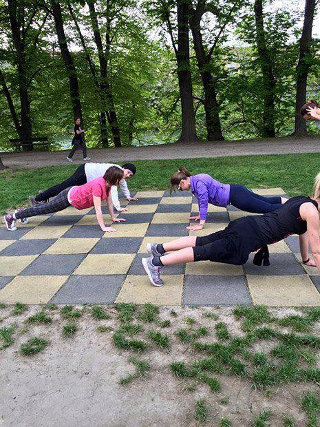 Bambini praticando lo Yoga a Torino