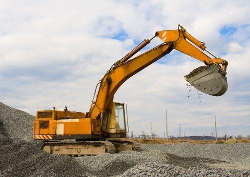 cantiere con scavatore