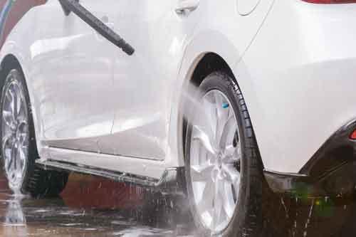 lavaggio pneumatici auto