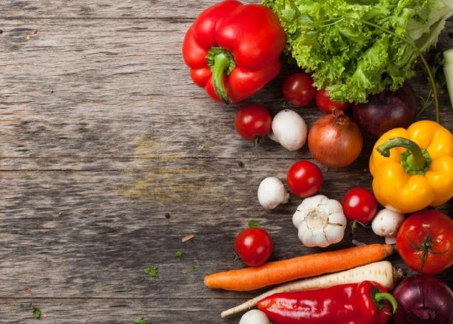 verdura su una superficie