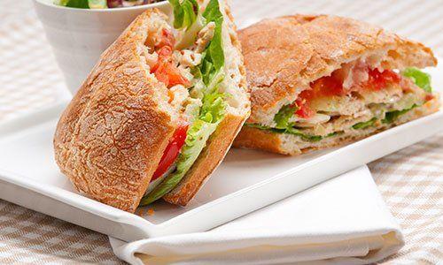italiano ciabatta panino panini con pollo e pomodoro