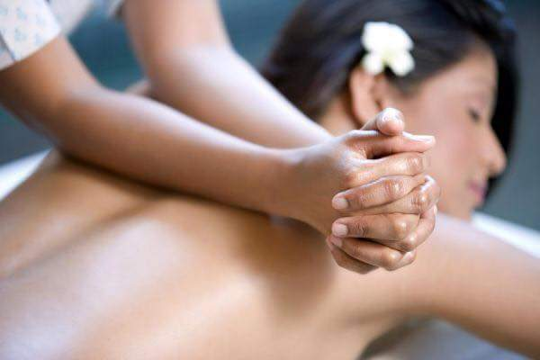 Massaggio di una donna a Garlate