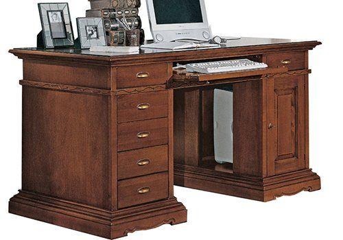 una scrivania in legno con cassettiera