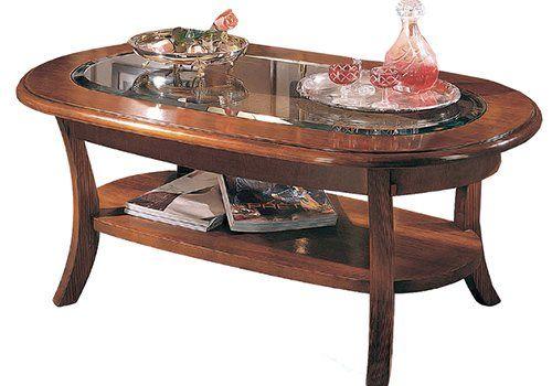 un tavolino in legno e vetro