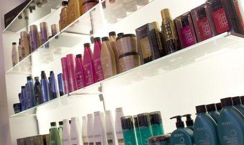 assortimenti prodotti per la cura dei capelli