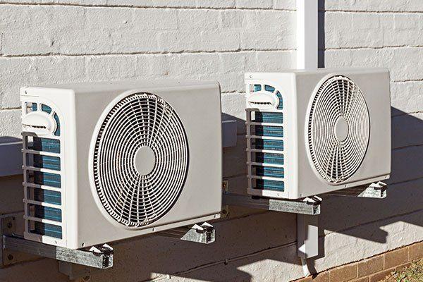 Gruppi esterni di apparecchi di aria condizionata