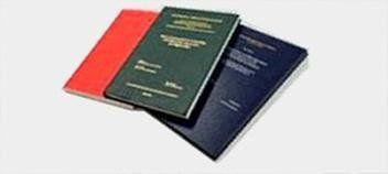 tre tesi rilegate di color arancione, verde e blu