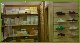 calzature i esposizione nel negozio