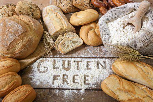 del pane e la scritta Gluten Free con la farina