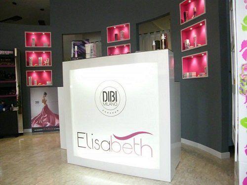 un pannello con scritto Dibi Milano Elisabeth