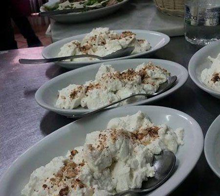 dei piatti con delle specialità'