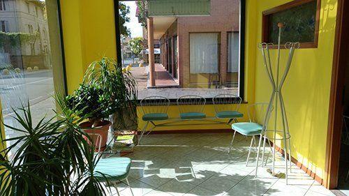 veranda con sedie per l'attesa