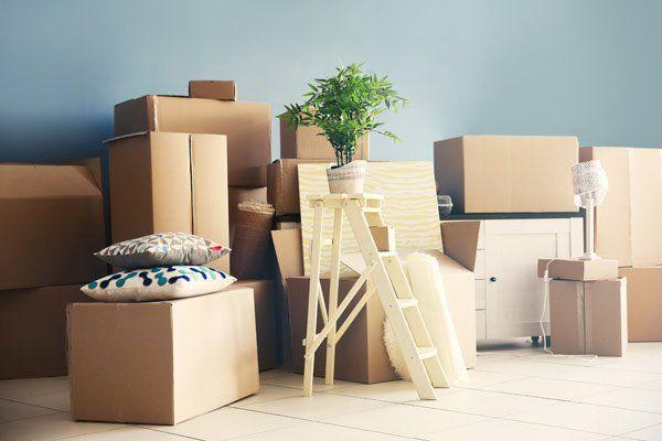 Gli scatoloni a casa dopo il trasporto da Planet service a Monteriggioni