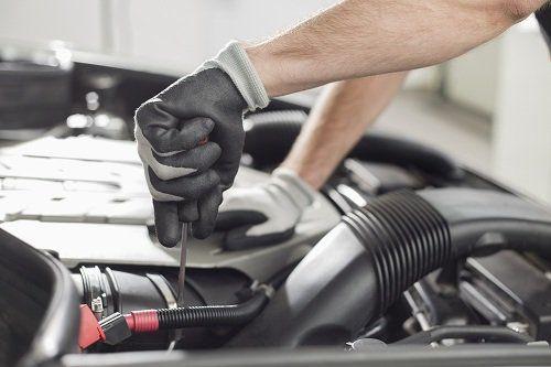 un servizio di elettrauto per problemi relativi alla diagnostica dei sistemi di bordo e alla sostituzione batterie.