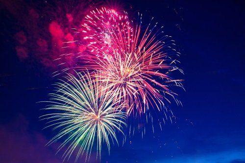 fuochi d'artificio durante festa di paese