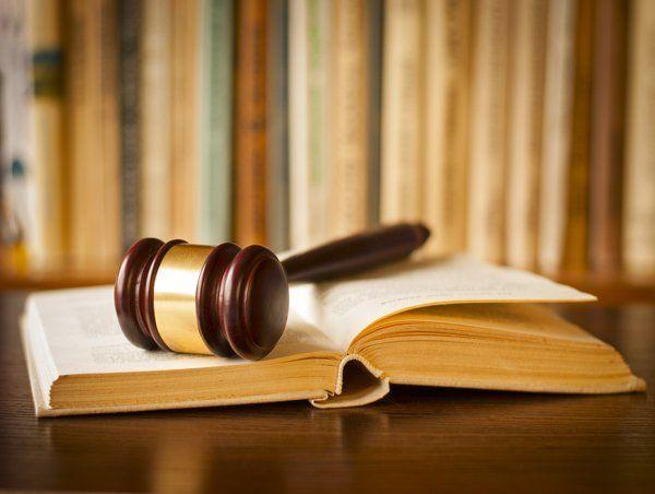 martelletto del giudice su libro