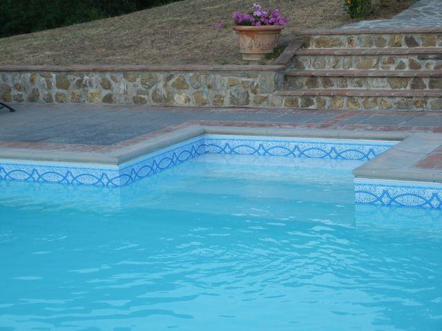 rivestimenti a fasce di una piscina