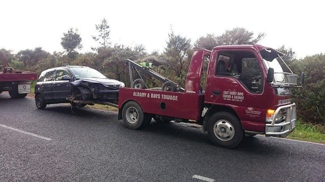 Emergency car towing services