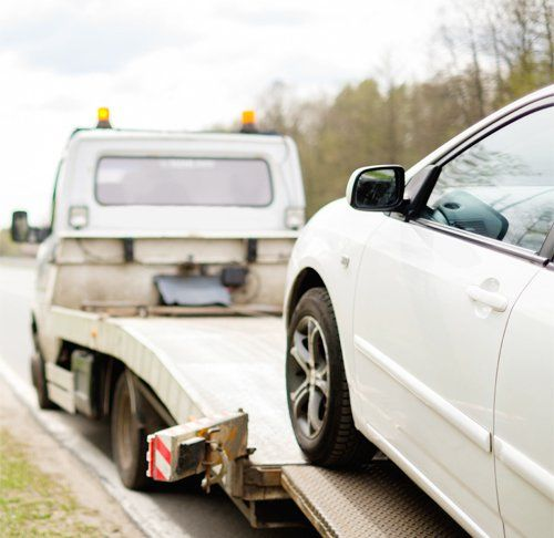 Experts providing emergency car towing services