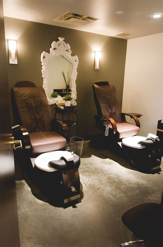 Spa lounging chairs and fancy decor