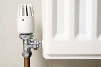 primo piano di una valvola termostatica