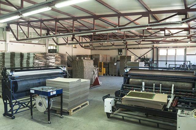 macchinari all'interno di una fabbrica