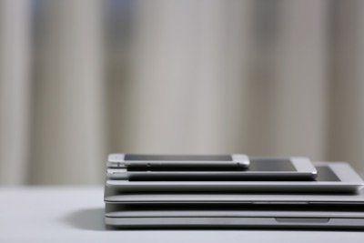 dispositivi mobili uno sopra l`altro